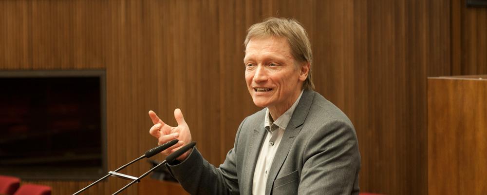 Arno Gottschalk am Rednerpult Bürgerschaft Bremen