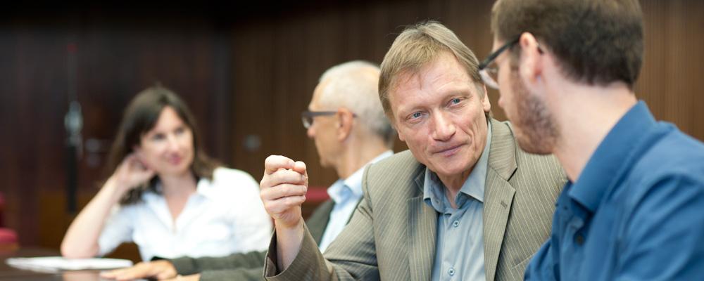 Arno Gotschalk im Plenarsaal in Bremen